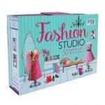 Giocare con la carta per creare abiti, perle e accessori alla moda